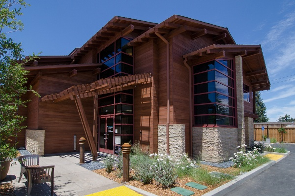 exterior view of Altos Oaks Plastic Surgery