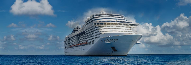 9_Cruiseship%20in%20the%20sunshine%20on%20the%20water._0.jpg