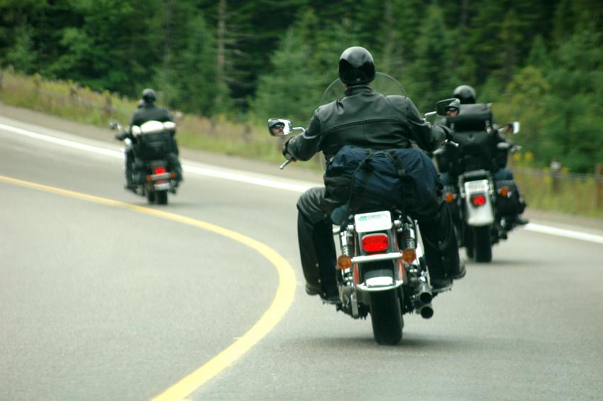 motorcyclists-wearing-helmets.jpg