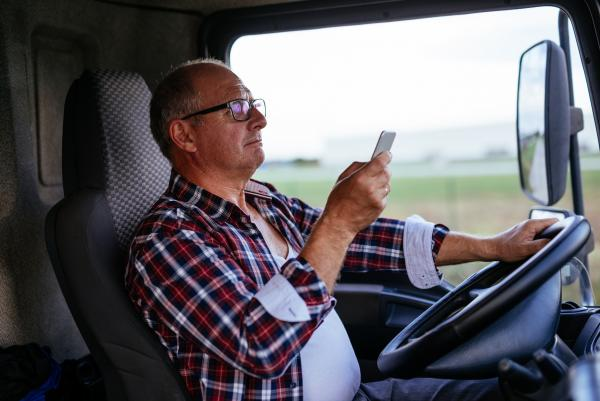 truck driver texting before a truck accident