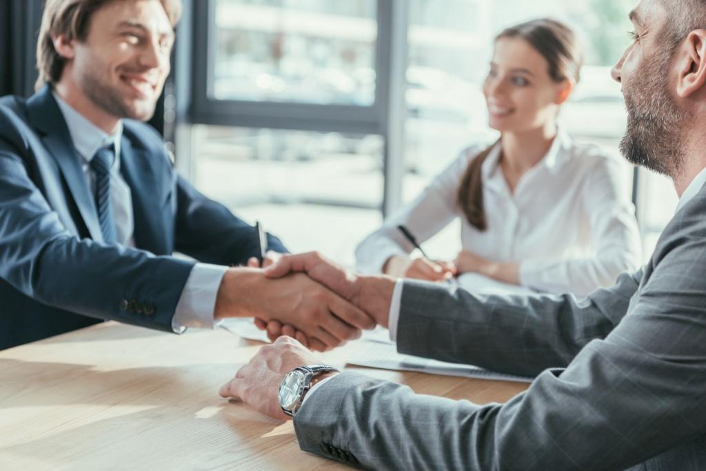 Business%20Conversation_AdobeStock_214578884.jpeg