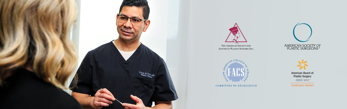 Dr. Victor Perez talking to a patient at Renue Plastic Surgery